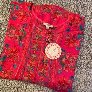 Umgee NWT S/M Resort style embroidered Fuchsia top